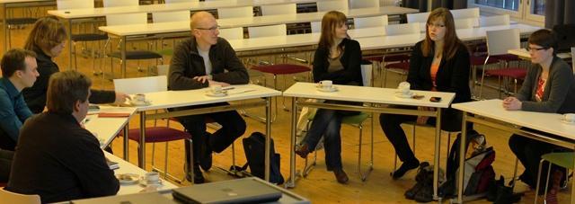 Figura 1: Discussão com professores PROFILES da 1 ª e 2 ª ronda do Programa de Formação Contínua, incluindo um professor da América